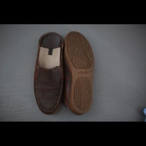 Almost new women's leather olokai's